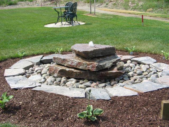 Quartzite Slabs Bubbling Rock Water Feature